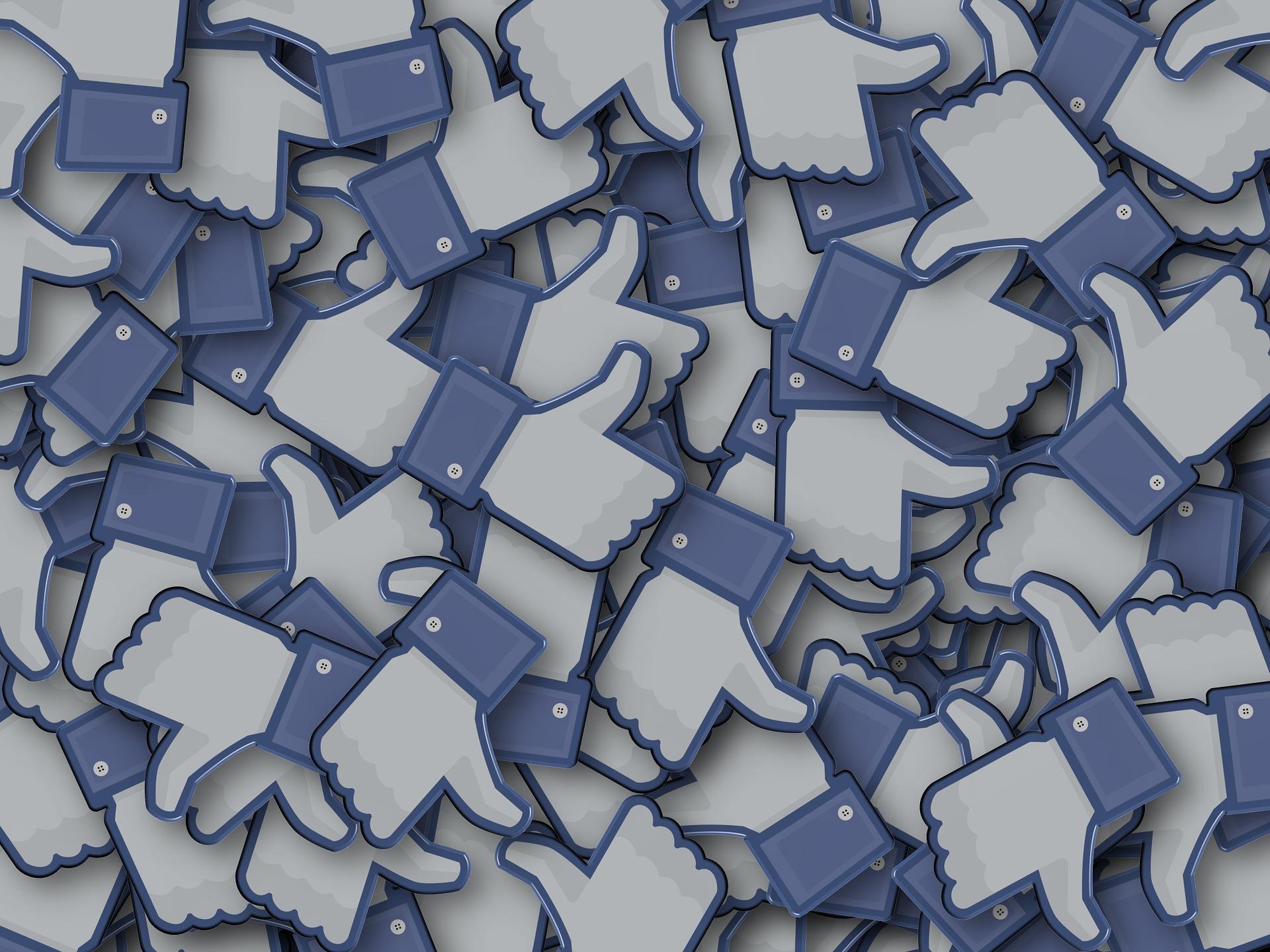 En hög av urklippta like-ikoner från Facebook