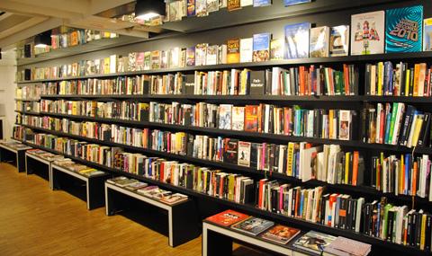 Bokhylla på Sture bibliotek. Foto: Patrik Meier