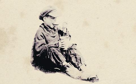 """Detalj ur omslaget till """"Jag var barn i Gulag"""". Albert Bonniers förlag."""