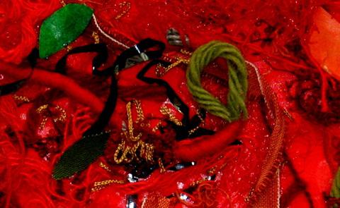 """Detalj ur """"Röd sommardröm"""" av Holly Nordström. Foto: Gunwor Nordström."""